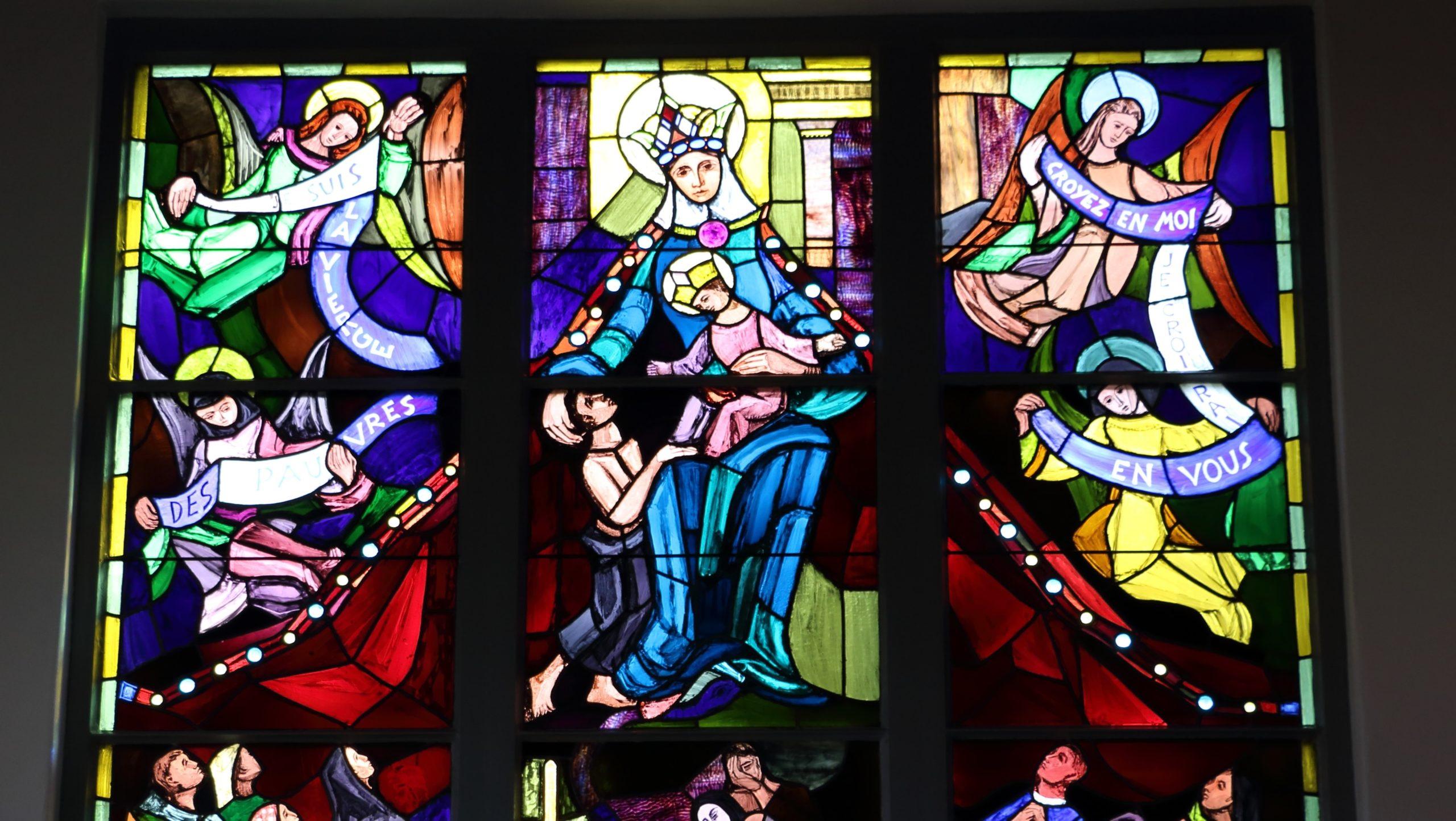 Vitrail chapelle Notre Dame des Pauvres Châbles